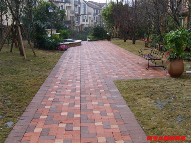 西安任昊和建材分享生态透水砖铺设要按照步骤可缓解城市雨后积水